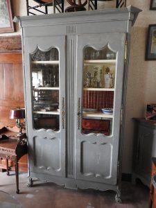 Armoire bibliothèque peinte