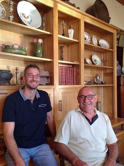 Samuel LOUINEAU ébéniste-agenceur, menuisier gérant de l'entreprise LOUINEAU Agencement et Michel LOUINEAU précédent gérant Antiquaire à ESSARTS EN BOCAGE, aux Essarts en Vendée, Pays de la Loire.