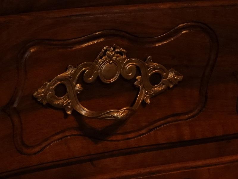 commode Louis XV en noyer massif en vente aux Essarts chez LOUINEAU Agencement