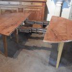 table ronde en frêne ouverte pour insérer 2 allonges